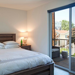 East Terrace Apartments: Large Bedrooms