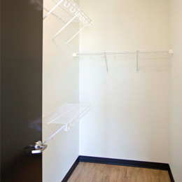 East Terrace Apartments: Large Walk in Closets